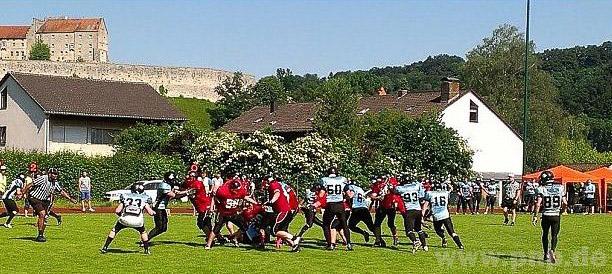 Selbst wenn es sportlich mal nicht so läuft - eine solche Freiluftarena mit Blick auf die Burg wie in Burghausen können andere Footballvereine ihren Zuschauern nicht bieten. - Foto: Kaiser