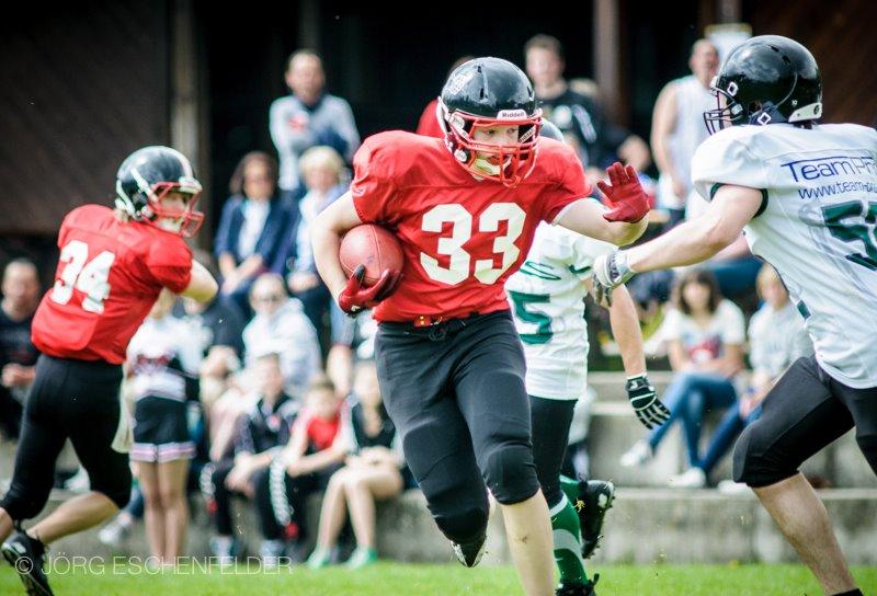 Nicht zu stoppen: Runningback Erik Forstner (Nr. 33) auf dem Weg in die gegnerische Endzone (Foto: J. Eschenfelder)