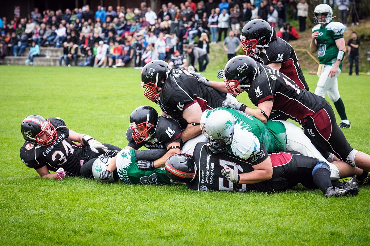 Ausgerutscht sind die Crusaders des TV 1868 Burghausen im ersten Heimspiel der neuen Bayernliga-Saison. Gegen das hoch gehandelte Landsberg X-Press gab es eine 25:45-Niederlage. −Foto: Eschenfelder