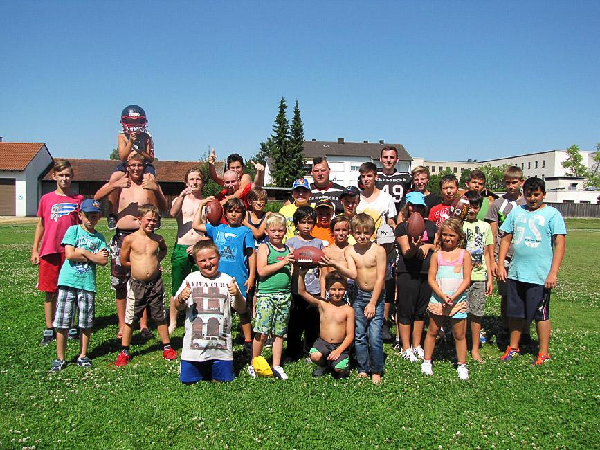 Schultour: Sowohl die Betreuer als auch die Kinder vor Ort hatten sichtlich Spaß am Workshop (Foto: Franziskushaus)