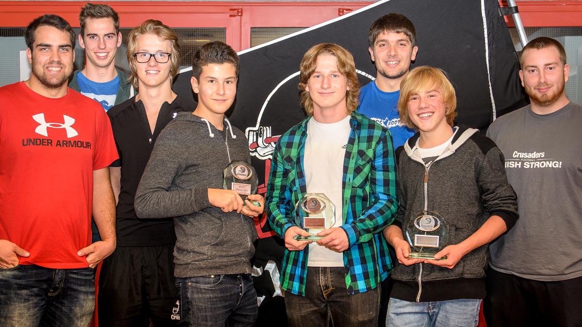 Eine erfolgreiche Crew: die Coaches der Crusaders U15-Flag mit den MVPs der Saison 2013 (Fotos: J. Eschenfelder)