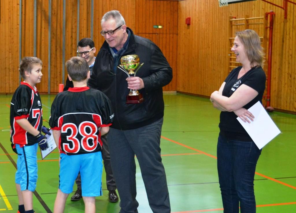 Urkunden und Wanderpokal wurden durch die Vereinsvorsitzenden Norbert Stranzinger und Frank Kokott überreicht.